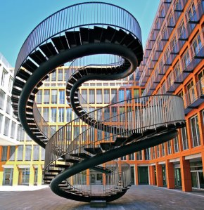 Escalera infinita de Olafur Eliasson (KPMG en Munich)